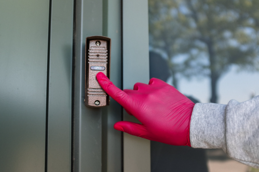 4 Benefits Of Adding An Intercom System to Your Family's Home