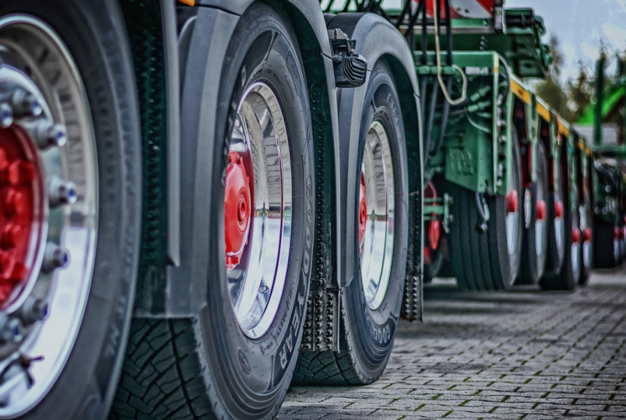 4 Parts You Legally Need to Replace When Damaged On Your Commercial Truck